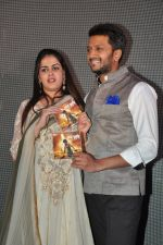 Genelia Deshmukh, Riteish Deshmukh at lay bhari film launch in Mumbai on 8th June 2014 (243)_539579d7d3a91.JPG