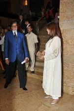 Zeenat Amna, Amitabh bachchan at the Launch of Dilip Kumar_s biography The Substance and The Shadow in Grand Hyatt, Mumbai on 9th June 2014 (169)_5397386ca908e.JPG