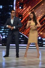 Drashti Dhami at the Promotion of Humshakals on Jhalak Dikhhla Jaa Season 7on 10th June 2014 (22)_539822084be68.JPG
