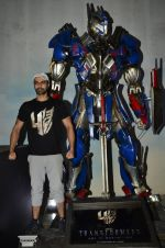 Ashmit Patel pose with Optimus Prime to promote Transformers in Mehboob on 11th June 2014 (27)_53994c5419744.JPG