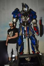 Ashmit Patel pose with Optimus Prime to promote Transformers in Mehboob on 11th June 2014 (28)_53994c5496834.JPG