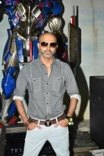 Raghu Ram pose with Optimus Prime to promote Transformers in Mehboob on 11th June 2014 (32)_53994c81ae765.JPG