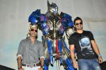 Rannvijay Singh, Raghu Ram pose with Optimus Prime to promote Transformers in Mehboob on 11th June 2014 (27)_53994c73657d5.JPG