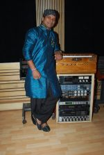 Shahid Mallya at Lateef film music recording in Goregaon on 19th June 2014 (39)_53a39ad8bf730.JPG
