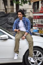 Arjan Bajwa snapped promoting Bobby Jasoos in Bandra on 25th June 2014 (22)_53ad21e61a6e7.JPG
