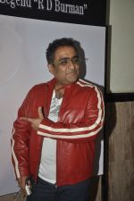 Kunal Ganjawala at Bollywood_s tribute to RD Burman in shanmukhananda hall on 27th June 2014 (174)_53ae7696b24db.JPG
