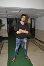 Sidharth Malhotra success bash at home in Mumbai on 28th June 2014 (212)_53af7effaa38d.JPG