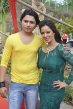 Priti Sharma, Sidhant Singh On location shooting of film Hume Toh Loot Liya in Mumbai on 30th June 2014 (84)_53b275c4841e7.JPG