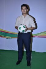 Baichung Bhutia at Castrol photo shoot in Filmistan, Mumbai on 5th July 2014 (19)_53b9307f064af.JPG