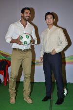 John Abraham, Baichung Bhutia at Castrol photo shoot in Filmistan, Mumbai on 5th July 2014 (41)_53b93082c9a87.JPG