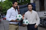John Abraham, Baichung Bhutia at Castrol photo shoot in Filmistan, Mumbai on 5th July 2014 (50)_53b9308634b1f.JPG