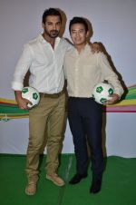 John Abraham, Baichung Bhutia at Castrol photo shoot in Filmistan, Mumbai on 5th July 2014 (70)_53b93091b8438.JPG