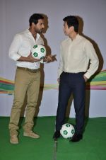John Abraham, Baichung Bhutia at Castrol photo shoot in Filmistan, Mumbai on 5th July 2014 (78)_53b93094a0fa2.JPG
