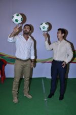 John Abraham, Baichung Bhutia at Castrol photo shoot in Filmistan, Mumbai on 5th July 2014 (82)_53b9309635a6d.JPG