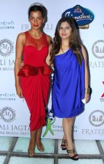 Manali Jagtap with Mugdha Godse at Manali Jagtap_s Couture Bridal collection in Mumbai on 13th July 2014_53c3abf29cc95.JPG