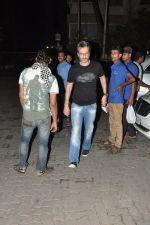 Anil Thadani snapped at Karan_s house in Bandra, Mumbai on 26th July 2014 (64)_53d459f0d4f6f.JPG