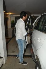 snapped at Karan_s house in Bandra, Mumbai on 26th July 2014 (3)_53d45a5036349.JPG