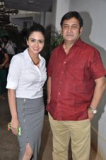 Amruta Khanvilkar, Mahesh Manjrekar at Baji first look launch in Mumbai on 1st Aug 2014 (3)_53dcc0dc9c295.JPG