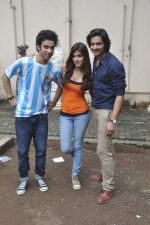Raghav Juyal, Ali Fazal, Rhea Chakraborty at Sippy_s Sonali Cable poster shoot in Mehboob, Mumbai on 1st Aug 2014 (250)_53dccb3fd0252.JPG