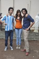 Raghav Juyal, Ali Fazal, Rhea Chakraborty at Sippy_s Sonali Cable poster shoot in Mehboob, Mumbai on 1st Aug 2014 (262)_53dccb4445715.JPG