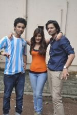 Raghav Juyal, Ali Fazal, Rhea Chakraborty at Sippy_s Sonali Cable poster shoot in Mehboob, Mumbai on 1st Aug 2014 (268)_53dccb4729b1b.JPG