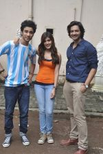 Raghav Juyal, Ali Fazal, Rhea Chakraborty at Sippy_s Sonali Cable poster shoot in Mehboob, Mumbai on 1st Aug 2014 (278)_53dccb4b90f6b.JPG