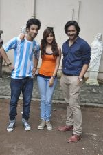 Raghav Juyal, Ali Fazal, Rhea Chakraborty at Sippy_s Sonali Cable poster shoot in Mehboob, Mumbai on 1st Aug 2014 (281)_53dccb4d0e22d.JPG