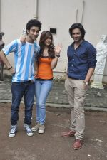 Raghav Juyal, Ali Fazal, Rhea Chakraborty at Sippy_s Sonali Cable poster shoot in Mehboob, Mumbai on 1st Aug 2014 (284)_53dccb4e85887.JPG