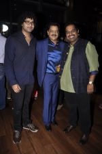Shankar Mahadevan, Siddharth Mahadevan, Udit Narayan at Mirchi Top 20 Awards in Hard Rock Cafe, Mumbai on 1st Aug 2014 (19)_53dccfbcd2d16.JPG