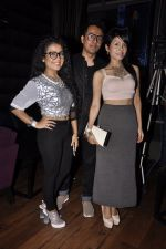 Sonu Kakkar, Neha Kakkar at Mirchi Top 20 Awards in Hard Rock Cafe, Mumbai on 1st Aug 2014 (13)_53dcd130e2cab.JPG