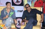 Akshay Kumar, Prakash Raj at the promotion of movie It_s entertainment in south on 4th Aug 2014 (174)_53e1c63548b60.jpg