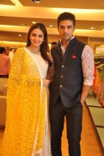Huma Qureshi  and Saqib Saleem wearing Varun Bahl at his Couture Collection preview at AZA_53e21fa20f5c0.JPG