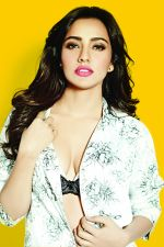 Neha Sharma at FHM India on 17th July 2014 (7)_53e33701695f0.jpg