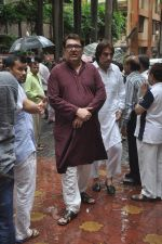 Raza Murad at Dharmesh Tiwari_s sudden demise in Parle on 7th Aug 2014 (32)_53e4d371cc86d.JPG