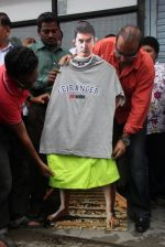 MLA Krishna Hegde makes nude Aaamir wear t-shirt in Parle on 9th Aug 2014 (41)_53e75260517a2.JPG