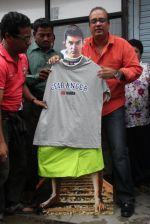 MLA Krishna Hegde makes nude Aaamir wear t-shirt in Parle on 9th Aug 2014 (44)_53e7526462b9f.JPG