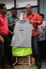 MLA Krishna Hegde makes nude Aaamir wear t-shirt in Parle on 9th Aug 2014 (45)_53e75265afc7a.JPG
