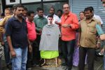 MLA Krishna Hegde makes nude Aaamir wear t-shirt in Parle on 9th Aug 2014 (52)_53e7526fb5108.JPG