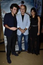 Divyendu Sharma, Anupam Kher, Aditi Sharma at the launch of trailer Ekkees Toppon Ki Salaami in PVR on 11th Aug 2014 (715)_53ea187621dc2.JPG