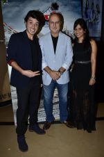 Divyendu Sharma, Anupam Kher, Aditi Sharma at the launch of trailer Ekkees Toppon Ki Salaami in PVR on 11th Aug 2014 (726)_53ea187b5434b.JPG