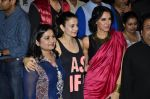 Neha Dhupia, Ameesha Patel at the launch of trailer Ekkees Toppon Ki Salaami in PVR on 11th Aug 2014 (556)_53ea1aa36ccee.JPG