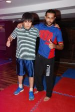Vivaan Shah, Akhil Kapur at Gold Gym introduces Wolverine workout in Bandra, Mumbai on 12th Aug 2014 (199)_53eb097c9693d.JPG