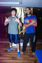 Vivaan Shah, Akhil Kapur at Gold Gym introduces Wolverine workout in Bandra, Mumbai on 12th Aug 2014 (205)_53eb098092db4.JPG