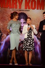 Priyanka Chopra, Mary Kom at Mary Kom music launch presented by Usha International in ITC Grand Maratha on 13th Aug 2014 (126)_53ec75e6e55cd.JPG