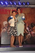 Priyanka Chopra, Mary Kom at Mary Kom music launch presented by Usha International in ITC Grand Maratha on 13th Aug 2014 (166)_53ec75fc46482.JPG