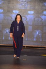 Farah Khan walks for Manish Malhotra Show in Mumbai on 14th Aug 2014 (318)_53ede92d42dcd.JPG