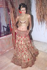 Nigaar Khan at Rohit Verma_s his newest collection Vrindavan on 14th Aug 2014 (81)_53ede422ed35f.JPG