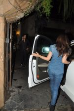Alia Bhatt snapped at Karan_s house in Bandra, Mumbai on 15th Aug 2014 (15)_53ef458703fbb.JPG