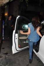 Alia Bhatt snapped at Karan_s house in Bandra, Mumbai on 15th Aug 2014 (16)_53ef458866365.JPG