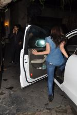 Alia Bhatt snapped at Karan_s house in Bandra, Mumbai on 15th Aug 2014 (19)_53ef458c77c1e.JPG